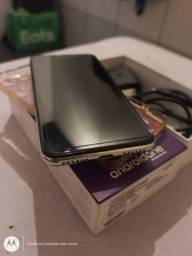 Lindo Moto One 64Gb 4de Ram zerado com todos assessórios passo cartão