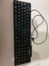 Teclado e mouse de computador simples