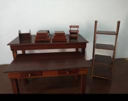 Vendo R$330,00 conjunto de mesas rústicas e escadinha