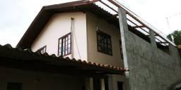 Alugo casa semimobiliada com 3 quartos, água e luz incluso