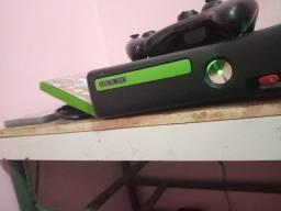 Xbox 360 slim semi novo
