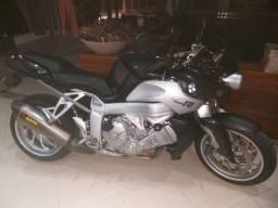 Vendo bmw k 1200r ou troco por moto custon, preferência por Harley-Davidson