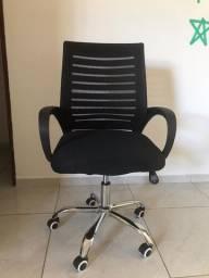 Cadeira giratória de escritório semi-nova