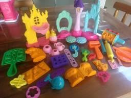 Vendo moldes brinquedo para massinhas em ótimo estado,