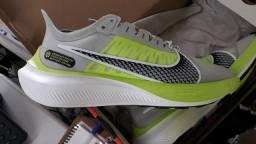 Tênis Nike Zoom Gravity Masculino - Cinza e Branco nº 39