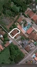 CASA-LOTE, Bem localizada no centro 700 metros quadrados total lote todo