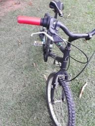 Vendo bike para criança até 12 anos de idade.