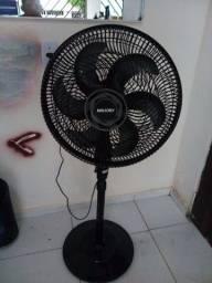 Vende se um ventilador