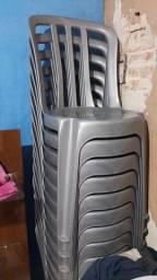 Vende se cadeiras de plásticos