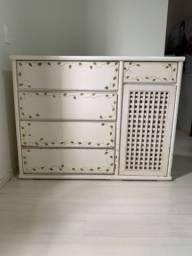 Cômoda de madeira maciça branca ( Usada)