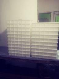 Vendo 21 bandejas empilhavel bem conservadas