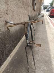 Quadro de bicicleta antiga.