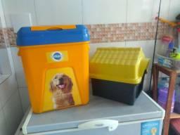 Linda caixa para colocar ração em uma casinha para cachorro porte médio