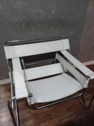 2 Poltronas Wassily Design Branca Couro e Aço