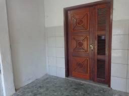 Casa Jereissati 2 com 02 quartos grandes e uma lojinha do lado serve como quarto tb.