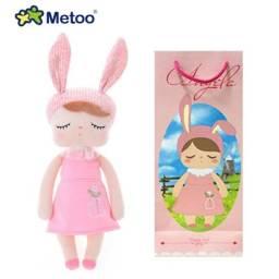 Boneca de Pano Metoo Ângela Jardineira Rosa c/ Sacola Para Presente 34 cm Original