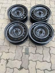 Rodas de ferro e calotas originais do Toyota Etios