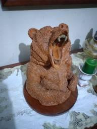 Escultura Urso Argila Cerâmica Base de Madeira