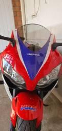 Moto esportiva CBR 1000RR