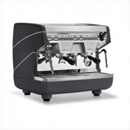 Máquina de café e moedor de café
