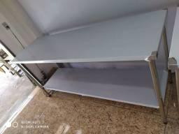 Mesa para cozinha industrial. Tampo e estrutura totalmente em INOX
