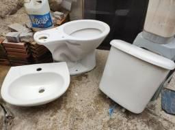 Pia + vaso sanitário com caixa acoplada
