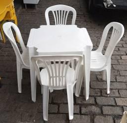Jogo de mesa com 4 poltronas pvc
