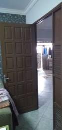 Porta de sala e janelas.