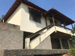 Casa com dois quartos e quintal financiável