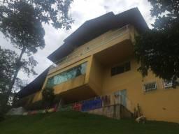 Castelanea - Casa com 5 quartos, piscina, garagem para 12 carros.