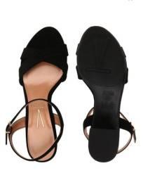 Duas sandálias vizano