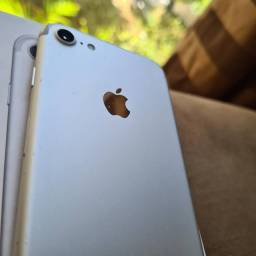 iPhone 732 GB prata semi novo 1.580.00