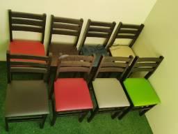 Cadeira Estofada de Madeira para Restaurante