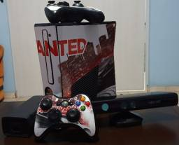 Xbox 360 (Kinect + 2 Controles)