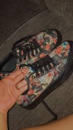 Tênis Estampa floral , marca - Fiveblu número 36