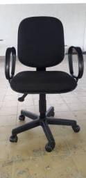 Cadeira usada. Com o tecido novo. não tem desconto 180 leia a descrição