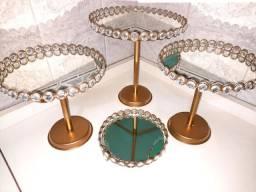 Bandejas aramadas bordadas com pedraria já com espelho