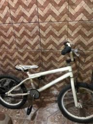 Bicicleta BMX (semi nova)