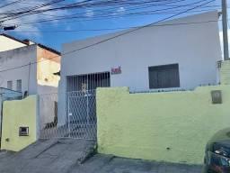 Casa para Alugar com 3 Quartos e Garagem em Nova Descoberta!!