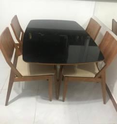 Mesa com 4 cadeiras!! Rafana Scala!!