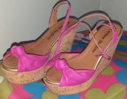 Vendo ou troco essas 3 sandálias.