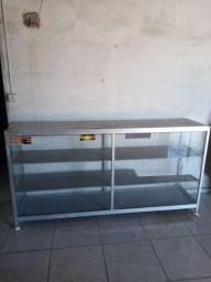 Vendo balcao de vidro com armacao em aluminio e pratileiras de madeira