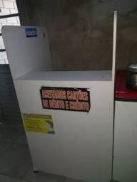 Vende se um balcão caixa semi novo com gaveta