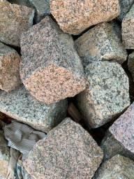 Vendo cabeças de pedra
