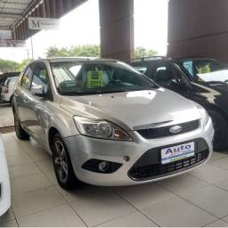 Veículo: FORD FOCUS HATCH 1.6 FLEX MANUAL<br>Ano: 2010 2011<br>Cor: Prata<br><br>