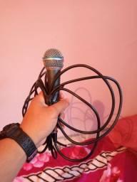 Vendo2  microfones shure pouco usado 2m a 3m de fio.