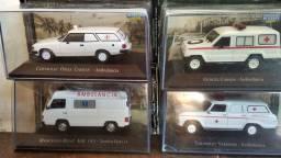 Lote com 4 miniaturas de ambulância