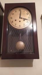 Relógio antigo de parede