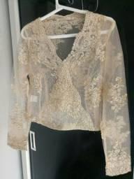 Blusinha nude transparente com bordado dourado