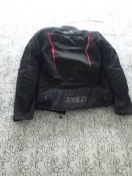 Jaqueta feminina de moto